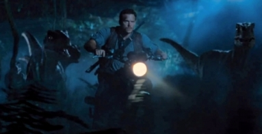 Jurassic-World-Raptor-Bike-Chase-530x273